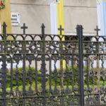 Ogrodzenie kute, żeliwne przed wejściem do klasztoru