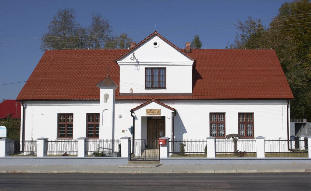 Budynek dawnego szpitala klasztornego dla najuboższych z 1750 r. Obecnie małe muzeum gminne.