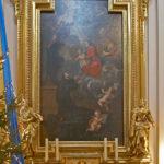 Ołtarz boczny św. Kajetana z Matką Boską podającą mu Dzieciątko i posągami Apostołów: św. Filipa z krzyżem (opowiadał Ewangelię w Azji Mniejszej, jako 80-letni starzec został przybity do krzyża we Frygii za cesarza Domicjana) i św. Jakuba Młodszego z maczugą (był pierwszym biskupem w Jerozolimie, ok. 61 r. napisał list apostolski należący do ksiąg Nowego Testamentu, został strącony ze szczytu świątyni i dobity maczugą)